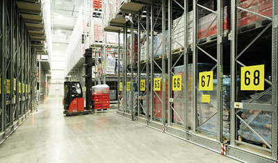 powered-mobile-pallet-racking_564-2